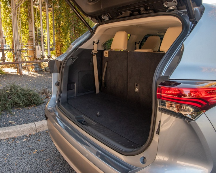 2020 toyota highlander trunk space